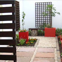 Working with Small Gardens:  Garden by Young Landscape Design Studio, Modern