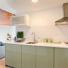 Nhà bếp by menta, creative architecture