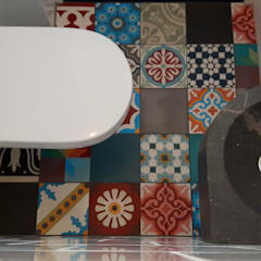 Bonte mix in je toilet:  Badkamer door Designtegels