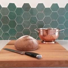 Bling bling in je keuken: mediterrane Keuken door Designtegels