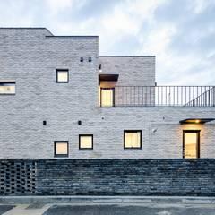 위풍당당: (주)건축사사무소 코비의  주택