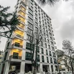 Fenster Yapı Ltd – Beyaz Saray Apartmanı:  tarz Pencere