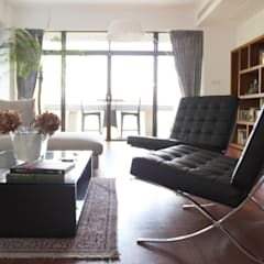 OFFICIAL RESIDENCE - REPULSE BAY:  Living room by M2A Design, Eclectic Wood Wood effect