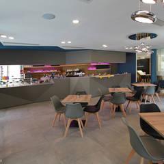 Da Giorgio | Ristorante Albergo Ardesio: Bar & Club in stile  di architetto giuseppe bellinelli