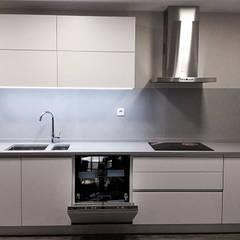 آشپزخانه by Belsolar Lda