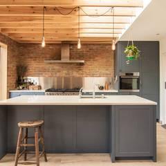 Epsom:  Kitchen by Bradley Van Der Straeten Architects