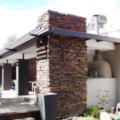 House Blanckenberg:  Houses by jonroy design studio