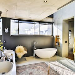 House Pautz:  Bathroom by Blunt Architects