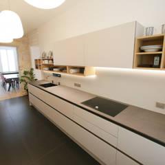 Conception et aménagement d'une cuisine: Cuisine de style  par Myriam Wozniak Architecture et décoration