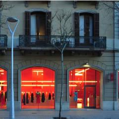 Agatha Ruiz De La Prada: Centros comerciales de estilo  de Pigment Recover