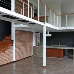 VENDO EXCLUSIVO LOFT  CERCANO A SANTIAGO VISTA PANORAMICA : Comedores de estilo  por Directorio Inmobiliario