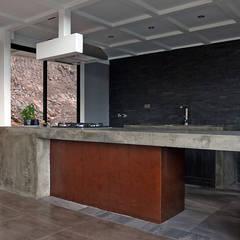VENDO EXCLUSIVO LOFT  CERCANO A SANTIAGO VISTA PANORAMICA : Cocinas de estilo  por Directorio Inmobiliario