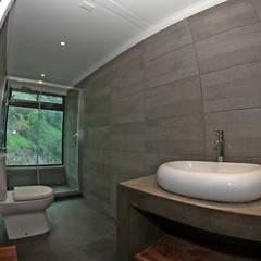 VENDO EXCLUSIVO LOFT  CERCANO A SANTIAGO VISTA PANORAMICA : Baños de estilo  por Directorio Inmobiliario