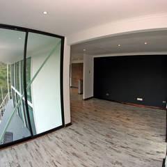 VENDO EXCLUSIVO LOFT  CERCANO A SANTIAGO VISTA PANORAMICA : Dormitorios de estilo  por Directorio Inmobiliario