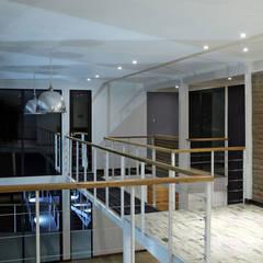 Koridor dan lorong oleh Directorio Inmobiliario