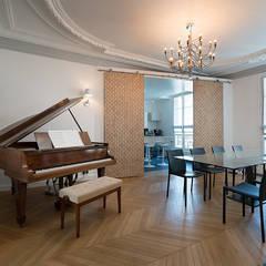 Georges V, PARIS VIII: Salle à manger de style de style Classique par lignedroite