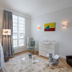 Georges V, PARIS VIII: Chambre d'enfant de style  par lignedroite