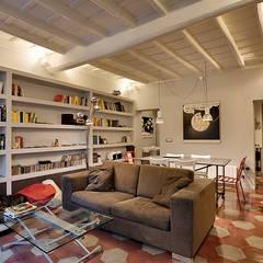 Salas / recibidores de estilo  por Caterina Raddi, Moderno