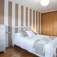 CHALET EN CHAS - COIROS (A CORUÑA): Dormitorios de estilo rústico de MORANDO INMOBILIARIA