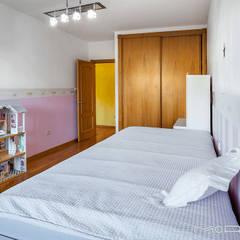 CHALET EN CHAS - COIROS (A CORUÑA): Dormitorios infantiles de estilo  de MORANDO INMOBILIARIA