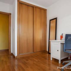 CHALET LUGAR DE CHAS - COIROS: Estudios y despachos de estilo  de MORANDO INMOBILIARIA