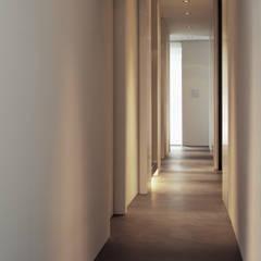 Hallway:  Gang en hal door Jen Alkema architect