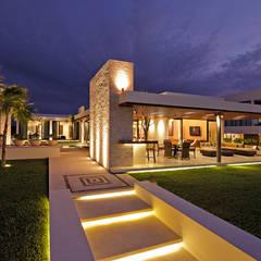 Casa de Playa LM: Casas de estilo  por LUMINICA Iluminación