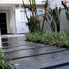 Residência Ilha do Governador - RJ - Paisagismo: Jardins modernos por Filhas do Ar