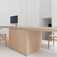 Office: minimalistische Studeerkamer/kantoor door Jen Alkema architect