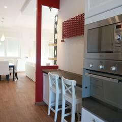 Ristrutturazione casa privata Taranto: Cucina in stile in stile Eclettico di progettAREA interni & design