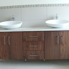 Bathroom vanity:  Bathroom by SCD Kitchens