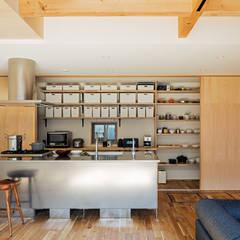 S-house: coil松村一輝建設計事務所が手掛けたキッチンです。