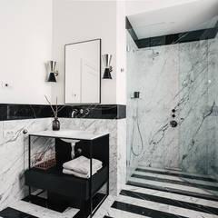 Bathroom by NOMADE ARCHITETTURA E INTERIOR DESIGN, Classic