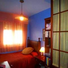 Diseño de dormitorio estilo náutico: Dormitorios de estilo  de CONSUELO TORRES