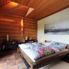 Haus Racoon Hill:  Schlafzimmer von das holzhaus Oliver Schattat GmbH