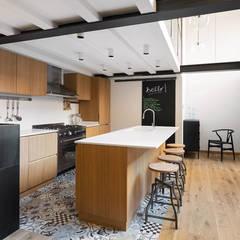 مطبخ تنفيذ NOMADE ARCHITETTURA E INTERIOR DESIGN, صناعي