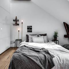 37 mq intelligenti: Camera da letto in stile  di Design for Love
