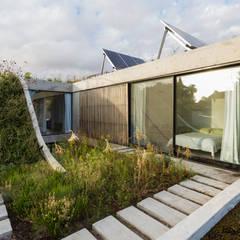 Casa MeMo - VIVIENDA UNIFAMILIAR ICONO DE LA SUSTENTABILIDAD : Terrazas de estilo  por BAM! arquitectura