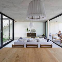 Casa MeMo - VIVIENDA UNIFAMILIAR ICONO DE LA SUSTENTABILIDAD : Comedores de estilo moderno por BAM! arquitectura
