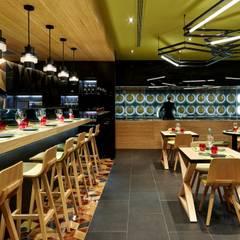 Restaurante Ají : Locales gastronómicos de estilo  de Alex March Studio