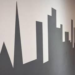 Office buildings by Rafaella Vessoni - Projete-se Arquitetura e Interiores,