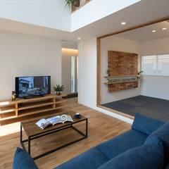リビング・和室: LITTLE NEST WORKSが手掛けた和室です。