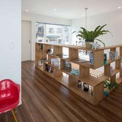 飾り棚・本棚: LITTLE NEST WORKSが手掛けた和室です。