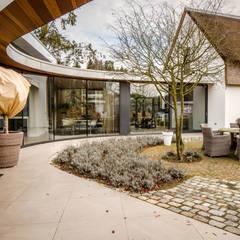 Totaalconcept Villa te Oisterwijk:  Terras door Drijvers Oisterwijk bv