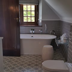 Steenberg Bathrooms:  Bathroom by Nailed it Projects, Classic