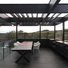 بالکن،ایوان وتراس by Nicolas Loi + Arquitectos Asociados