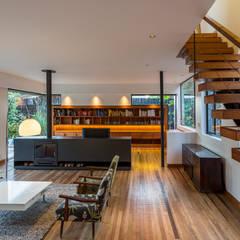 Casa Lo Curro: Livings de estilo  por Nicolas Loi + Arquitectos Asociados