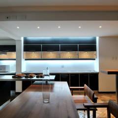Cocinas equipadas de estilo  por Nicolas Loi + Arquitectos Asociados