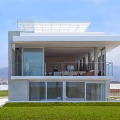 CASA LIVING: Casas de estilo  por Chetecortés