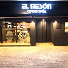 REFORMA BAR EL MESÓN: Comedores de estilo industrial por INTERIORES MCSalvans